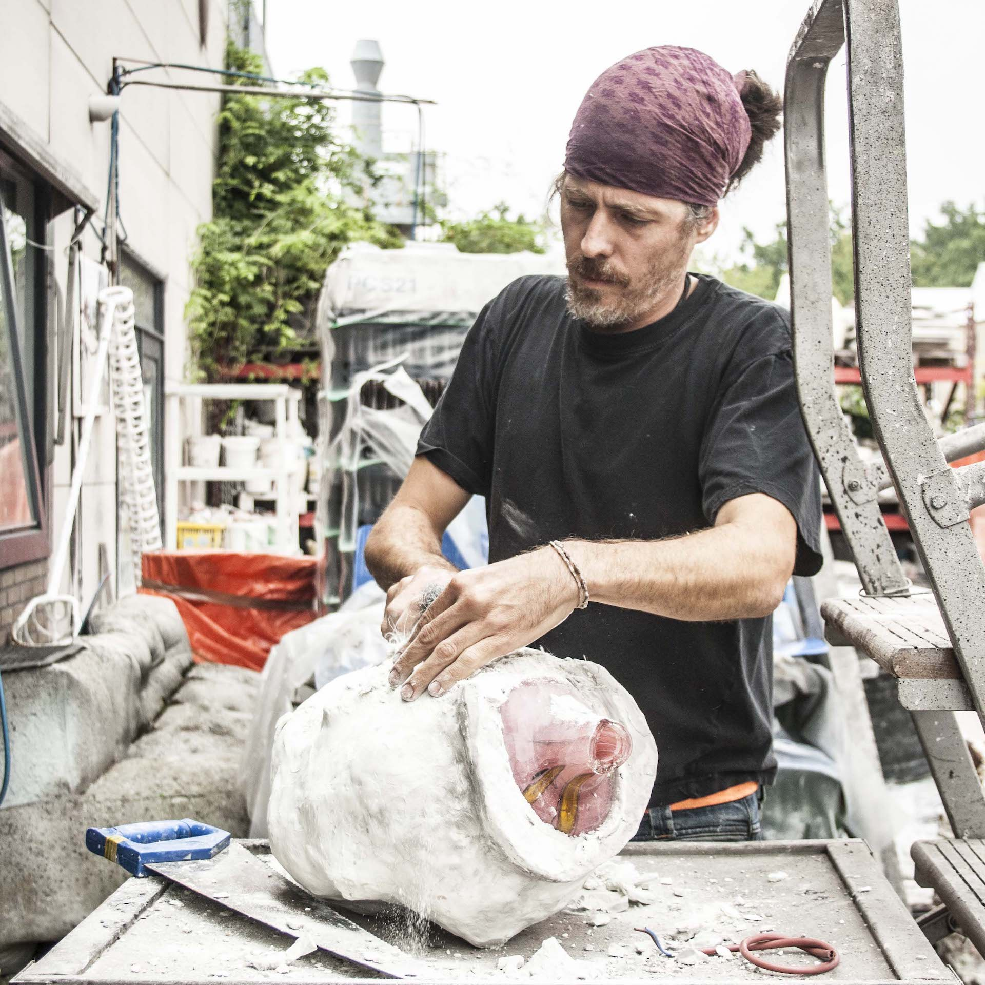 Carbonell at work. Photo © Carpenters Workshop Gallery