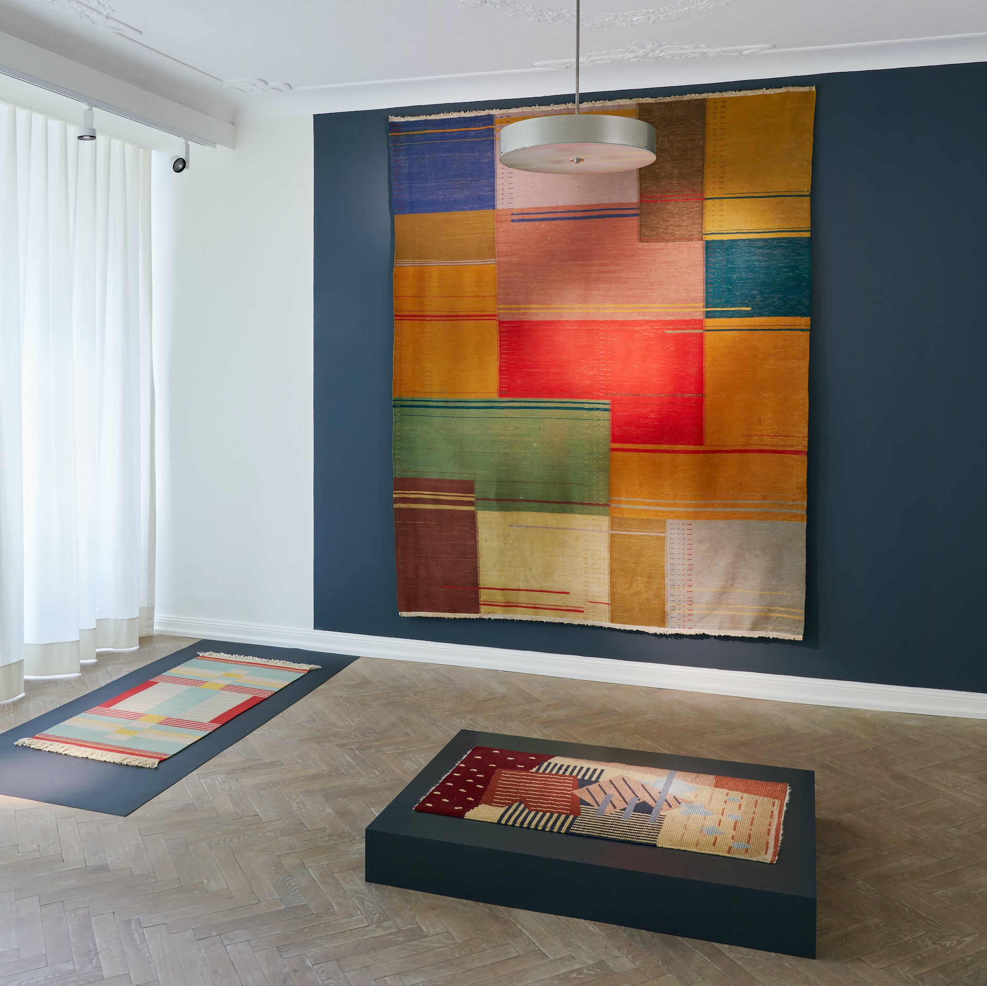 Textile Moderne exhibition at Galerie Ulrich Fiedler. Photo © Galerie Ulrich Fiedler