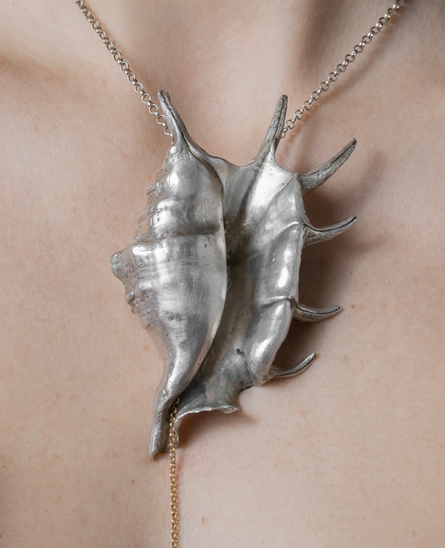 Rebecca Horn Shell (Spider Conch) necklace detail