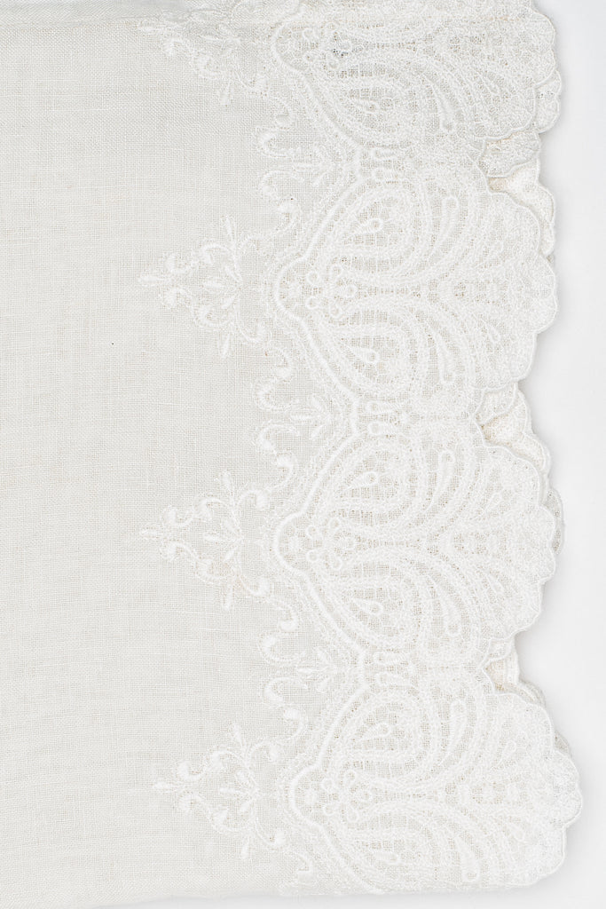 Julia tablecloth is made of 100% linen with a large embroidery in the middle and 2 large embroidered scalloped borders along the length. The simplicity of the linen and the luxury of the embroidery give this tablecloth its well-deserved stunning looks!