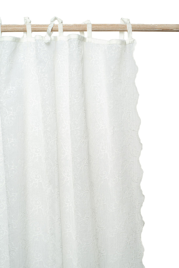The Camille embroidered voile curtain adds that special touch to your window. Its design is both timeless as well as contemporary and will fit in any interior. Finished with velvet ribbons and a lovely scallop on both lengths.
