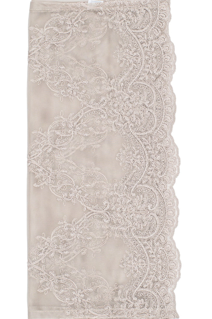 This elegant embroidered voile table runner is a perfect fit for any style setting from boho, design to romantic...your table will look fabulous. Dressing your table is a pleasure!