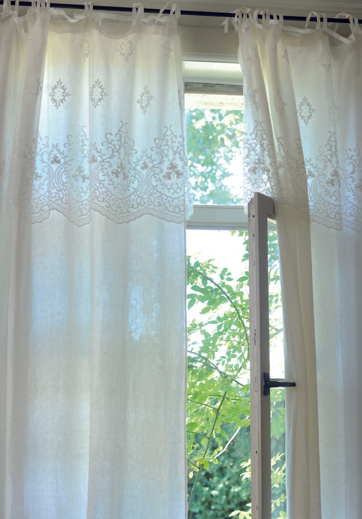 Audrey curtain is a luxurious curtain with a beautiful embroidery. This high-end curtain has an elegant embroidered scallop border. It will transform your window in an instant.