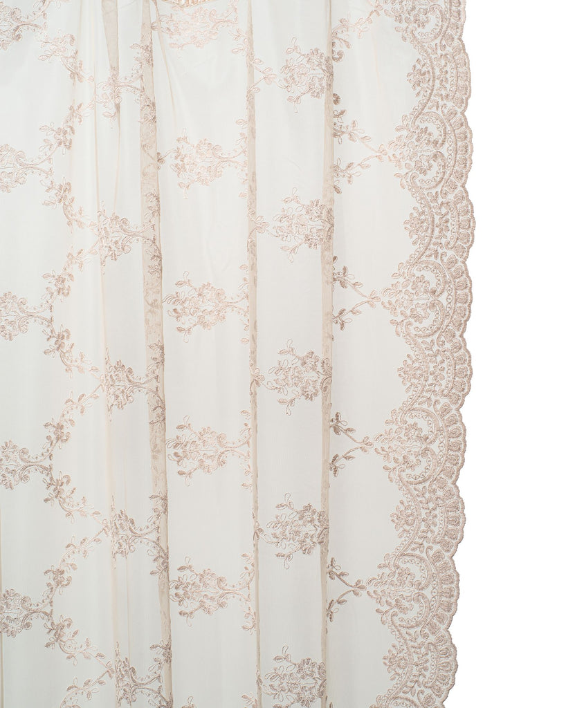 The Amelia is a luxuriously designed curtain with a beautiful embroidery. This high-end curtain has velvet ribbons and is finished with an elegant embroidered scallop border on both sides. Can be used in combination with the Emma and Lidi linen curtains or on its own.