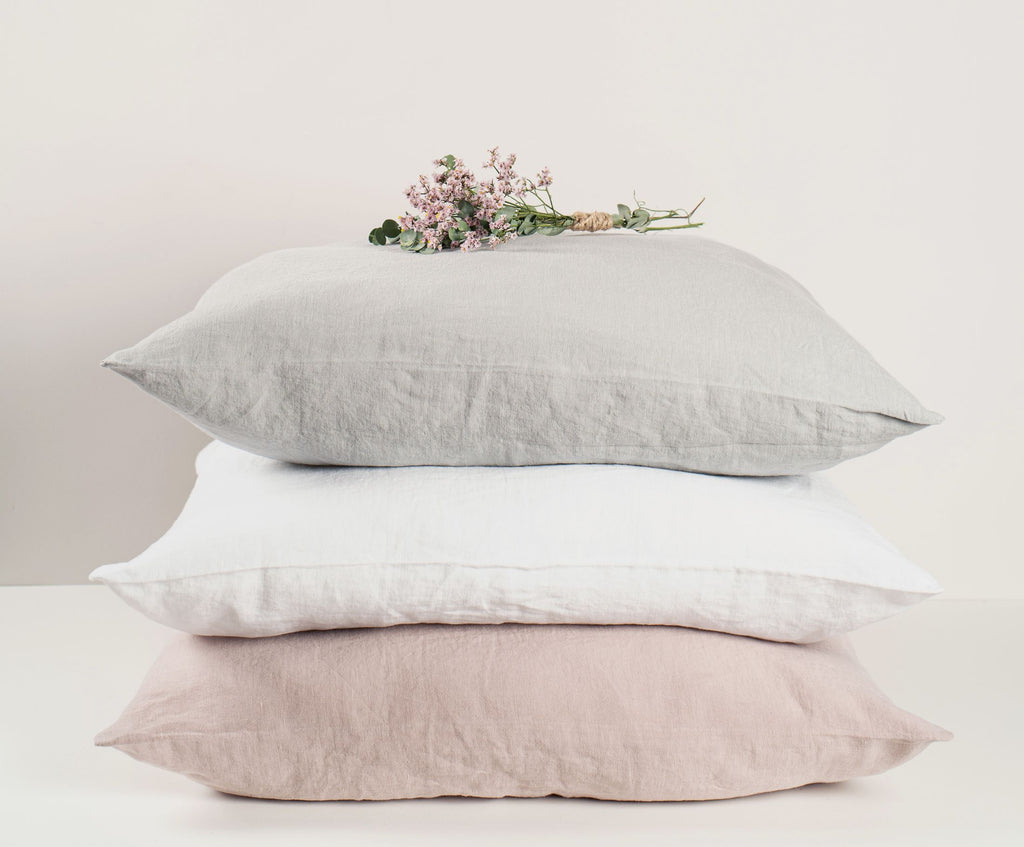 Mira bedlinens are the purest moments of luxury. These 100% washed linen duvet covers will guarantee you the perfect night's sleep. Linen bedcovers are great to regulate heat and cold, are breathable and have anti-allergenic properties.  The Mira bedlinens are easy to care for, free of shrinkage and iron free. The closure of the duvets is finished with a hidden seam with mother of pearl buttons.