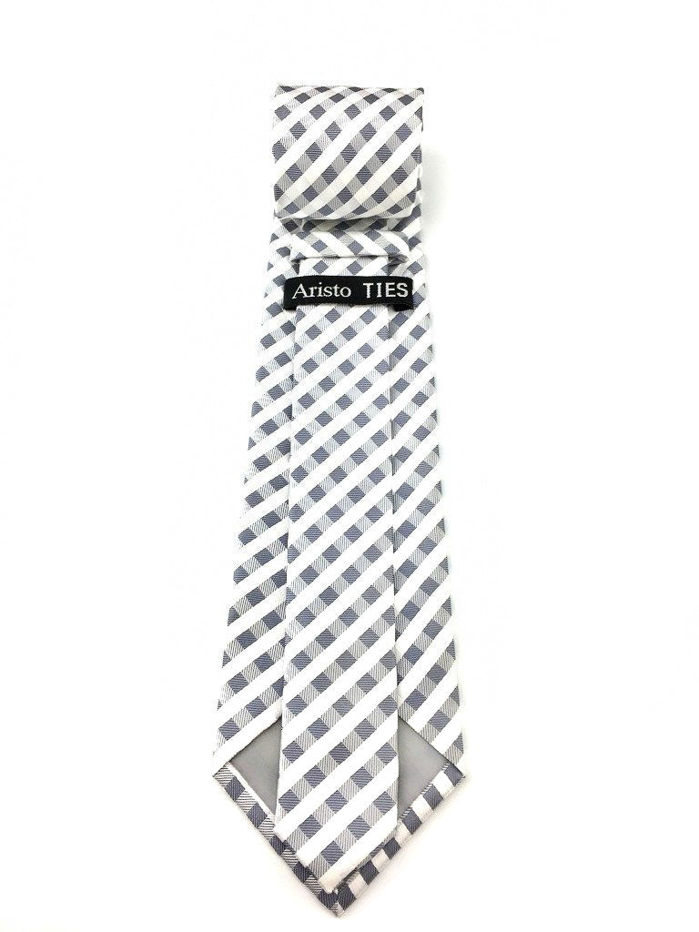 groom checkered ties