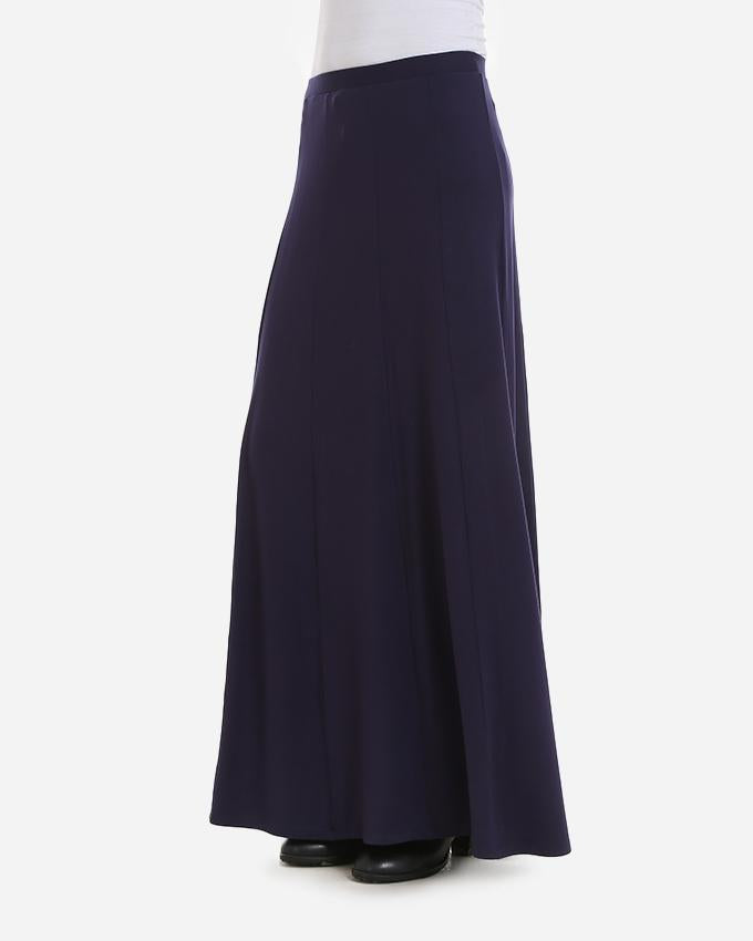 A-LINE SKIRT, WITH V-SHAPED CUTS AND AN ELASTIC WAIST BAND FOR EXTREME COMFORT.