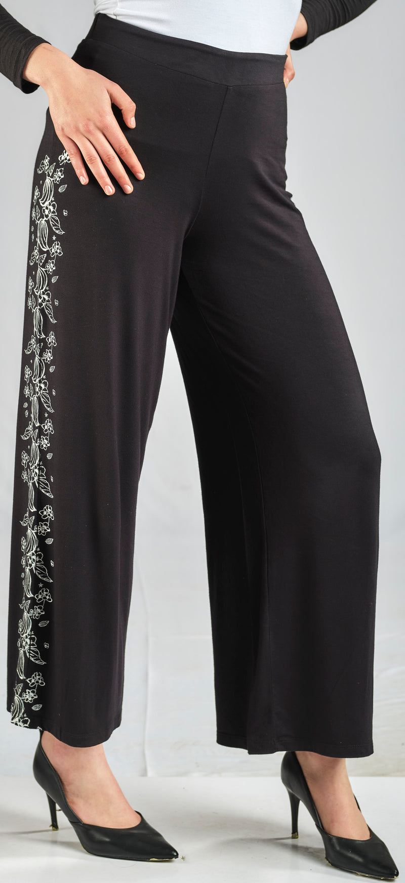 100% NATURAL MODAL PANTS WITH SIDE PRINT AND AN ELASTIC WAIST FOR EXTRA COMFORT