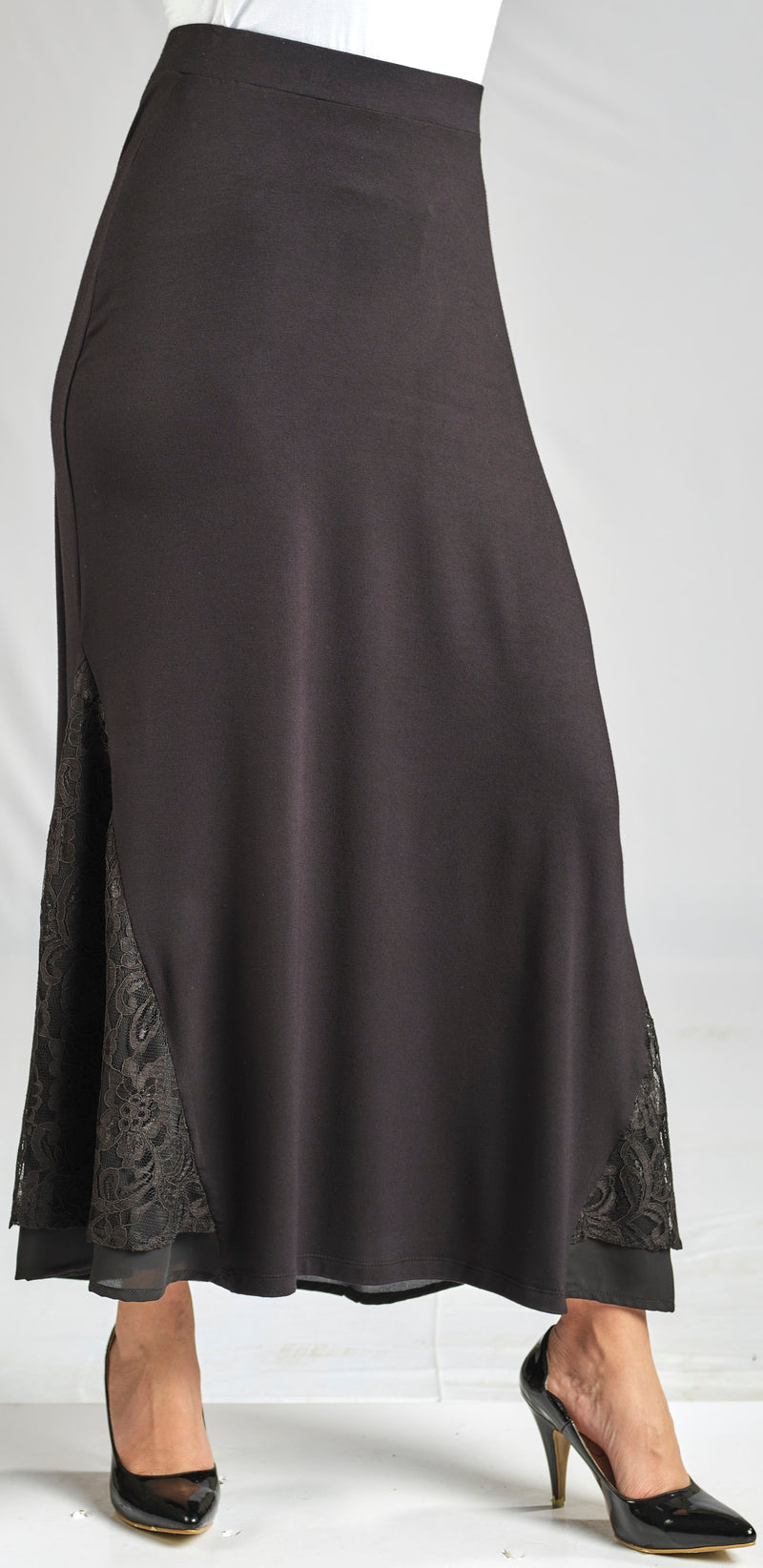 100% NATURAL MODAL SKIRT WITH A LACE DETAIL AND AN ELASTIC WAIST FOR EXTRA COMFORT