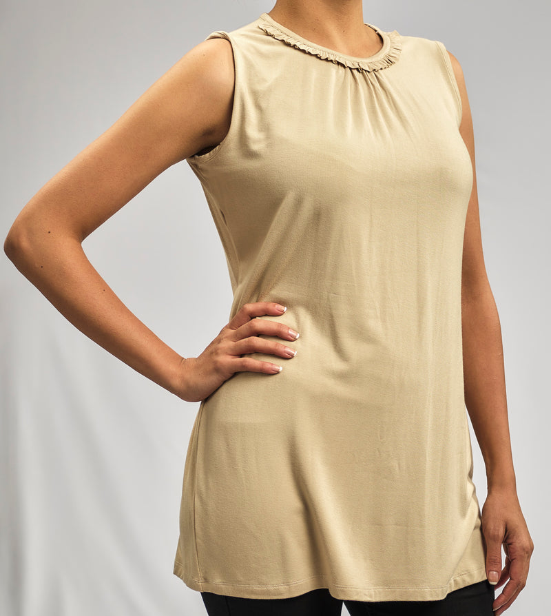 100% NATURAL MODAL TOP WITH SMALL PLEATS AND RUFFLES AROUND THE NECKLINE