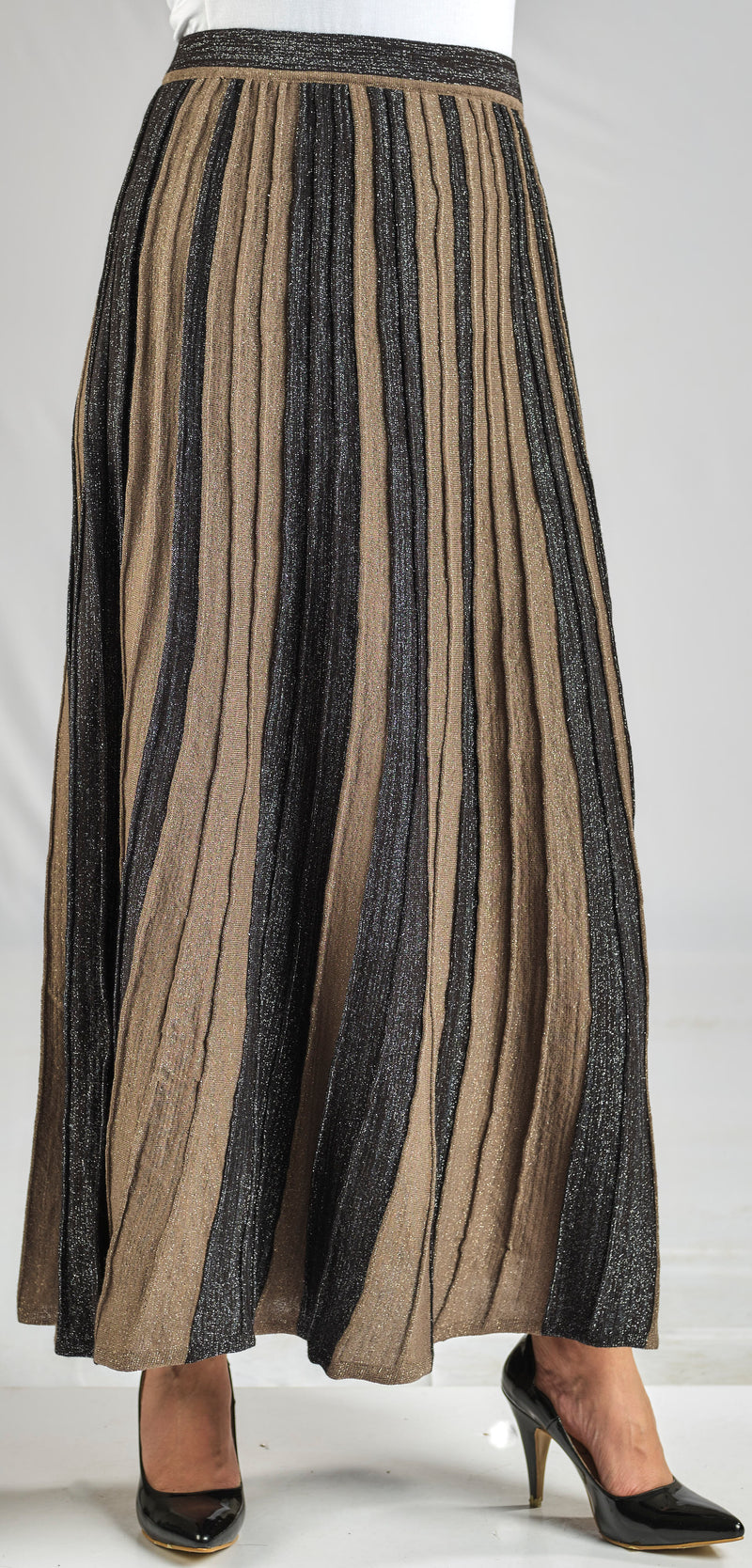 LUXURY KNITWEAR  PLEATED EVASE SKIRT WITH TONE TO TONE SHINY LUREX YARN