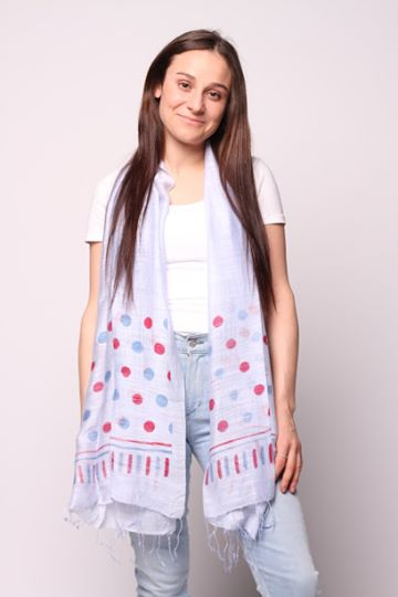 Woman wearing periwinkle scarf with blue and red dots