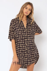 FORTUNE TELLER S/S WOVEN BUTTON UP -BLK
