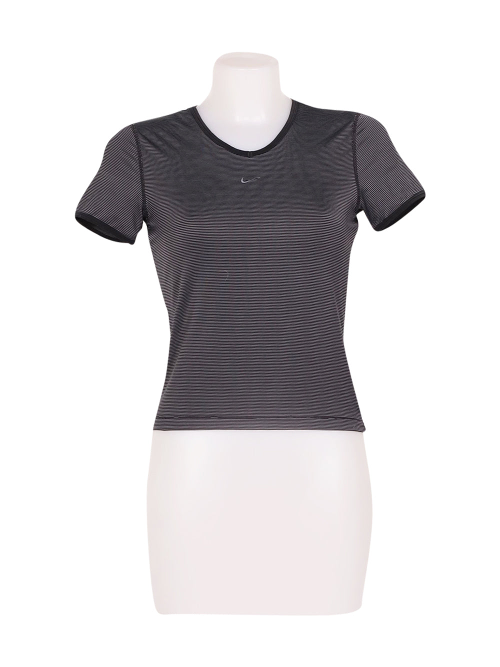 Front photo of Preloved Nike Grey Woman's t-shirt sport - size 10/M