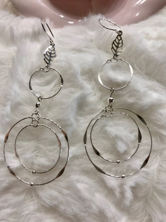 3D Hoop Earrings With Leaf