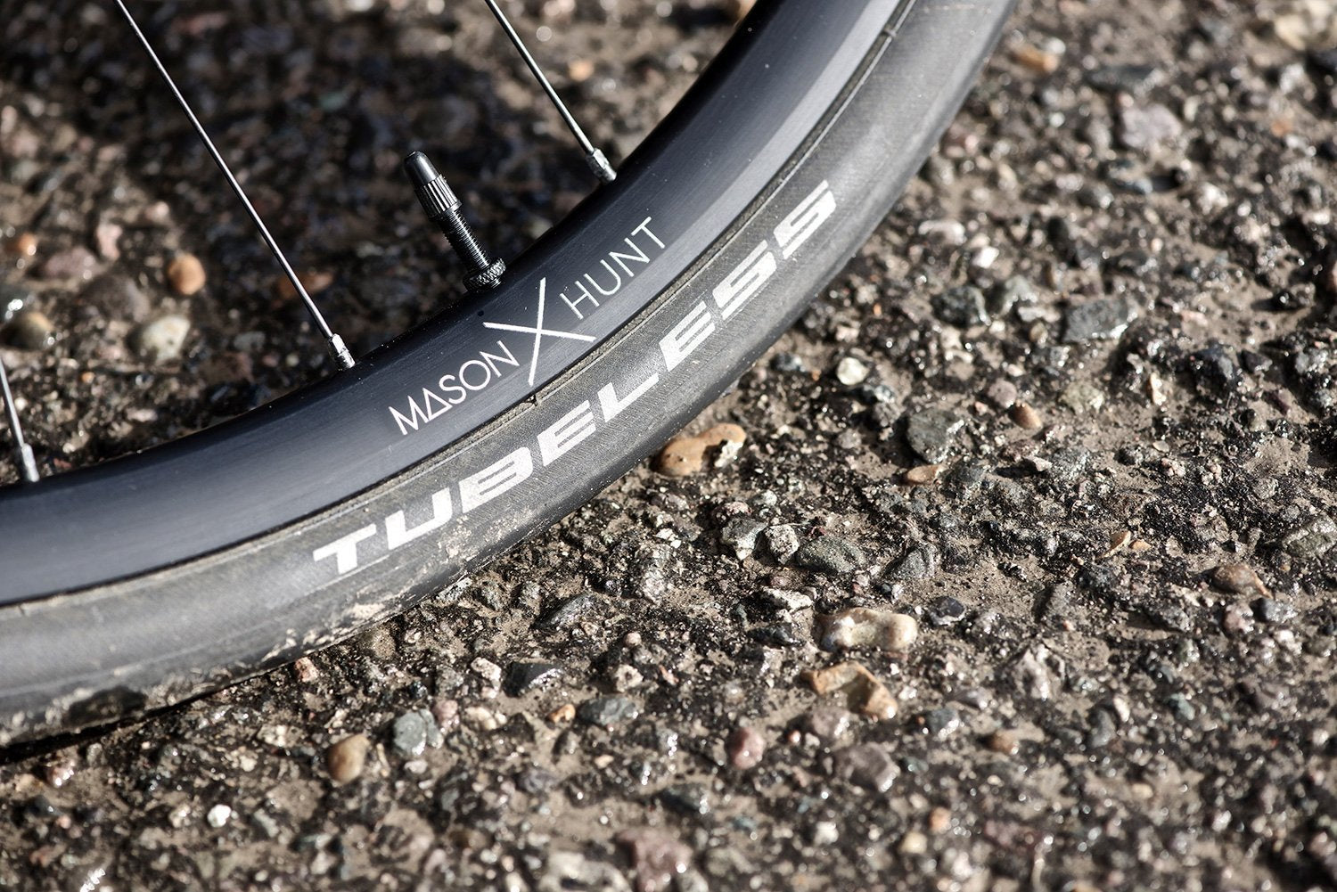<h1>Tyres</h1><i>At HUNT, we enjoy the puncture resistance and grip benefits of tubeless on our every-day rides so we wanted to allow our customers the same option. Of course, all of our tubeless-ready wheels are designed to work perfectly with clincher tires and inner tubes too.</i>