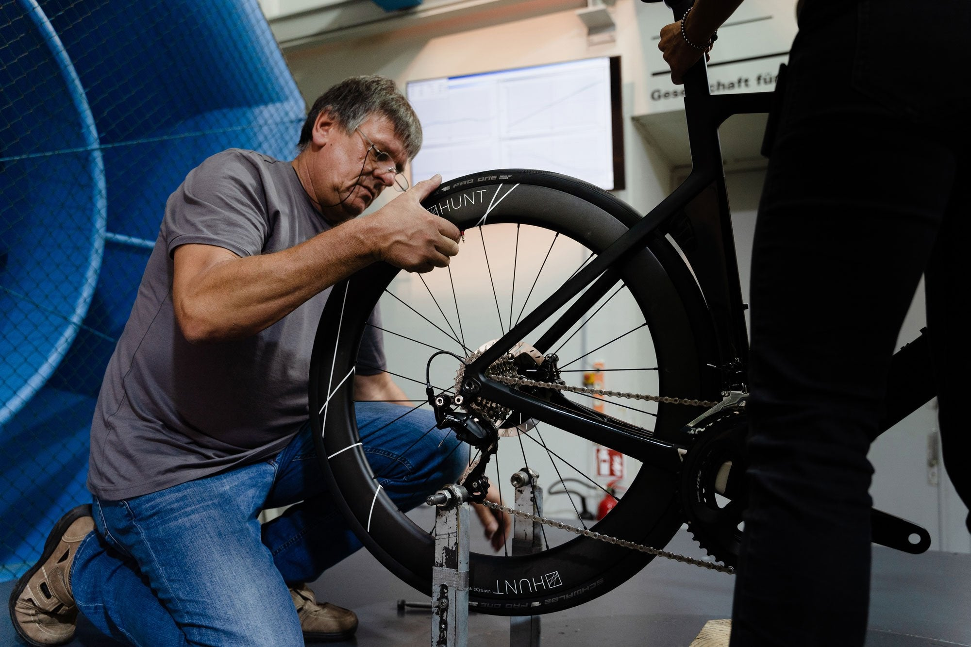 <h1>WIND TUNNEL TESTED </h1><i>Developed by Luisa Grappone, with years in the wind tunnel spent testing every last detail. We've left no stone unturned in designing this wheelset from the ground up to be very fastest in the world within its class.</i>