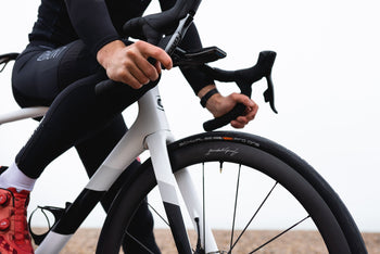 <h1>Tires</h1><i>At HUNT we enjoy the puncture resistance and grip benefits of tubeless on our every-day rides so we wanted to allow you the same option, but of course these tubeless-ready wheels are also designed to work perfectly inner tubes, just use tubes in tubeless ready tires.</i>