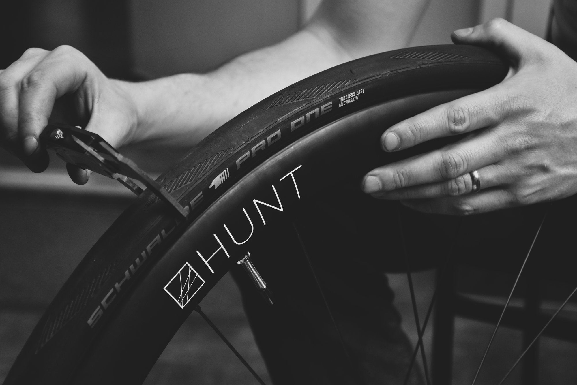 <h1>Tire Compatibility</h1><i>Optimised aerodynamically for a Schwalbe Pro One 28c, but compatible with any tubeless or clincher tire from 23 up to 45c.</i>