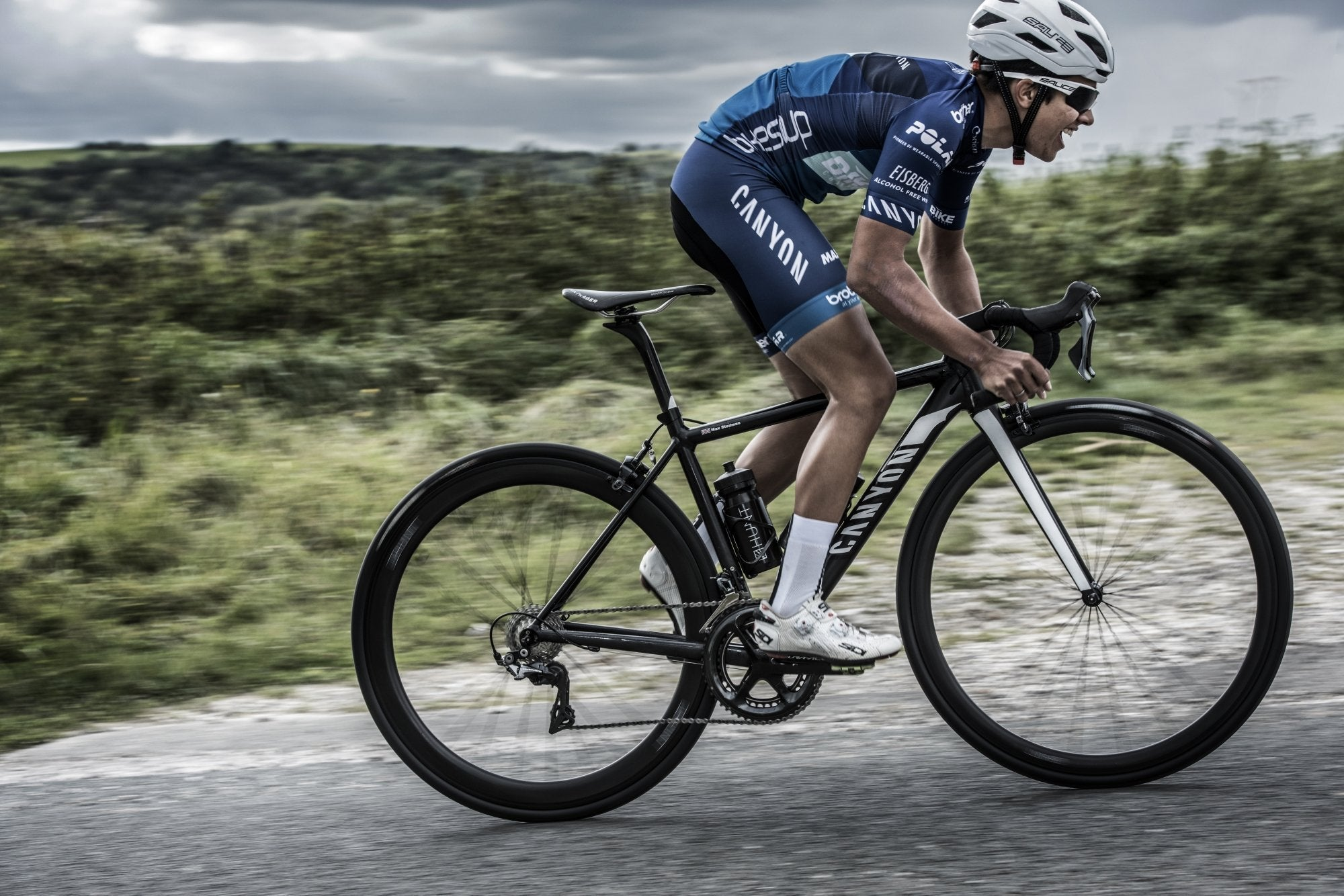 <h1>Weight</h1><i>The consequence of the fanatical attention to detail is an outstandingly light 1417g wheelset weight in a lightning fast stiff aero package. We've enjoyed free wheeling in the pack whilst all others are pedalling, is it cheating?</i>