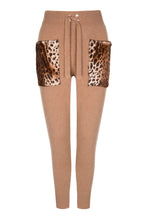Load image into Gallery viewer, Caramel Leopard Pattern Pocket Pants