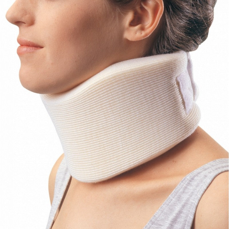 "Procare 79-83005 Form Fit Soft Cervical Collar, Firm Density, Adult, Medium, One-Piece 13""-18"" Neck Circumference"