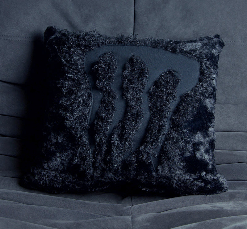 CLAW CRUSHED FUR CUSHION