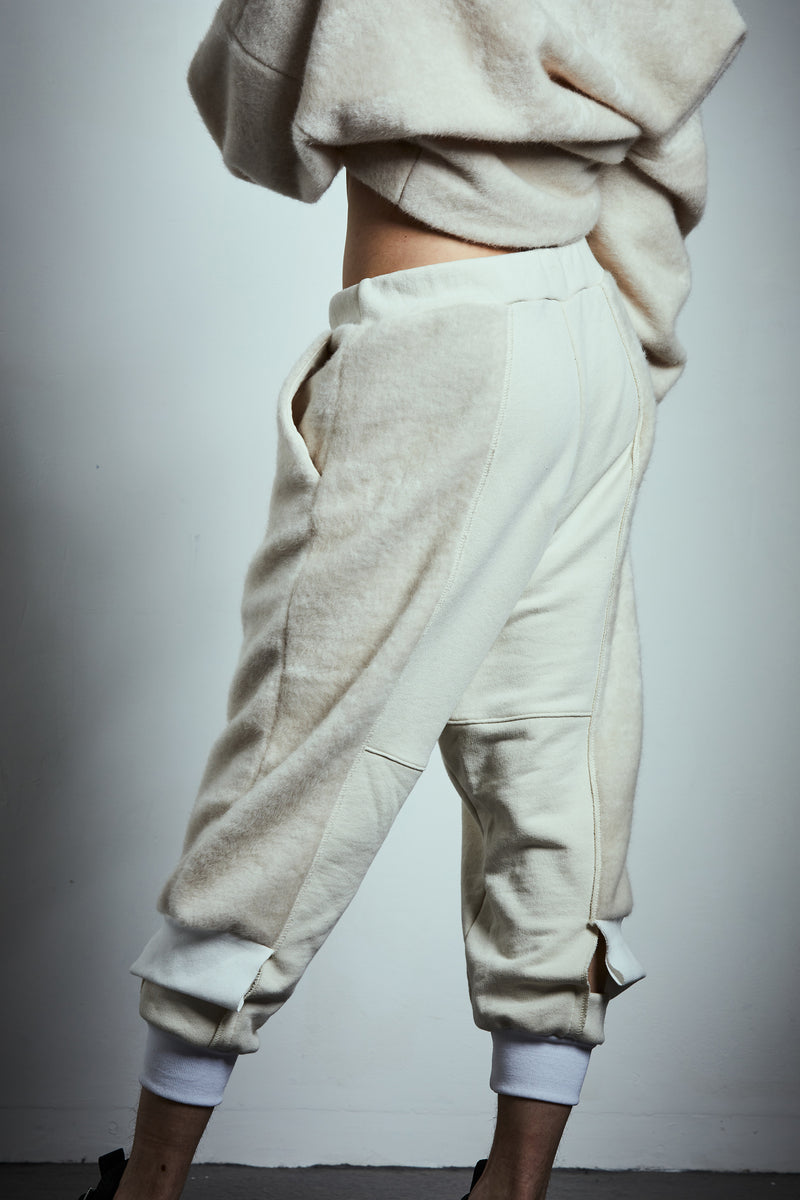 SOFT SIDE CROPPED SWEATPANTS