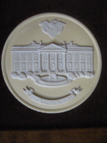 The White House Wedgwood Collector Society England Medallion Cameo Icon - Designer Unique Finds   - 5