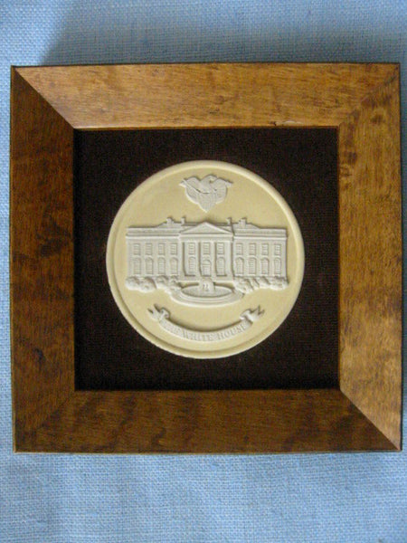 The White House Wedgwood Collector Society England Medallion Cameo Icon - Designer Unique Finds   - 3