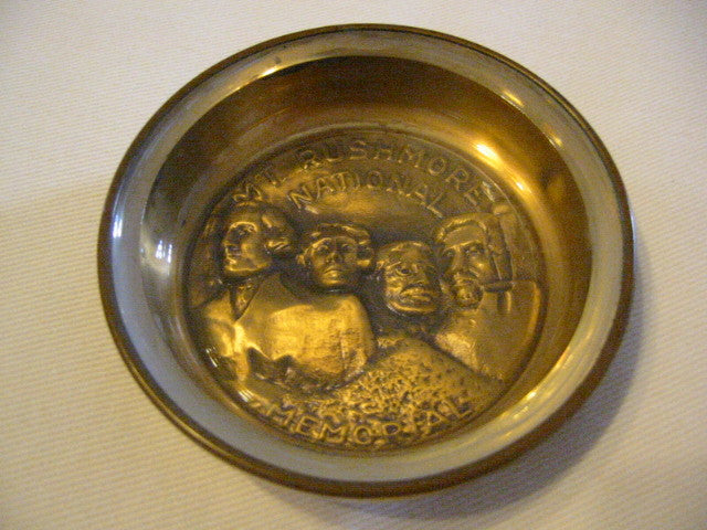 Bates And Klinke Mount Rushmore National Memorial Novelty Dish - Designer Unique Finds   - 1