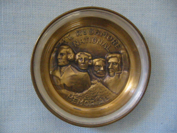 Bates And Klinke Mount Rushmore National Memorial Novelty Dish - Designer Unique Finds   - 3