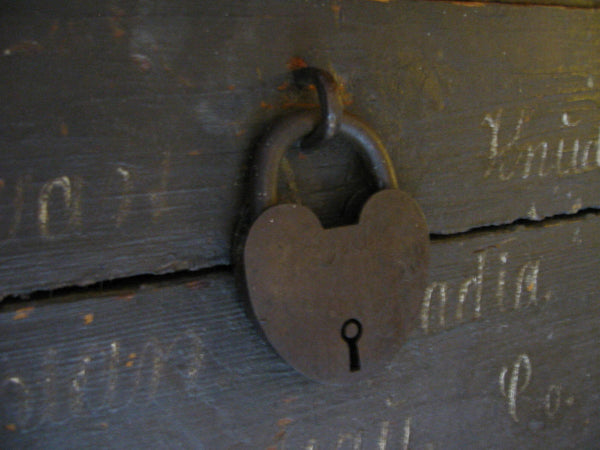 Primitive Wood Blanket Chest Metal Heart Padlock American Trunk - Designer Unique Finds   - 6