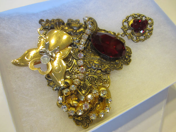 Jane Golden Brooch Romantic Red Cabochon Heart Pendant
