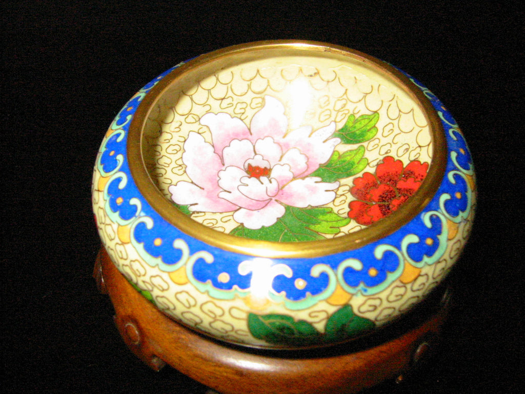 Asian Cloisonne Bowl Brass Blue Border Bold Red Flower Medallion - Designer Unique Finds