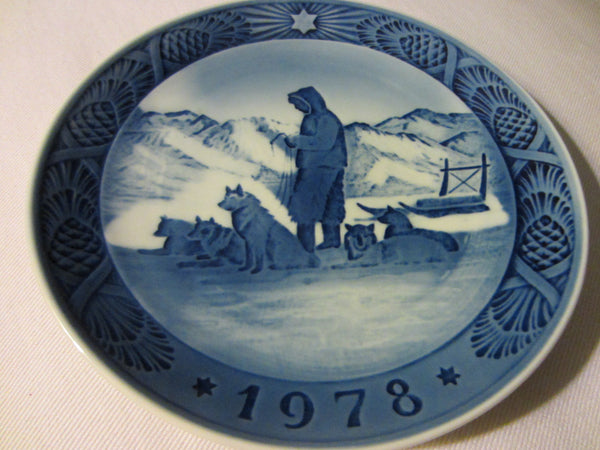 Royal Copenhagen Denmark Blue Mountain View Wolves Wall Plate - Designer Unique Finds