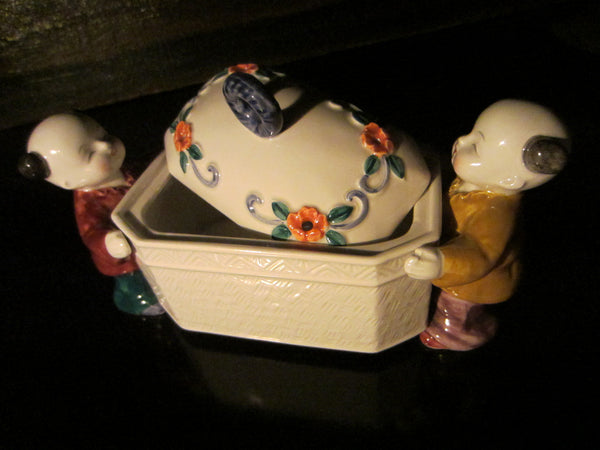 Takahashi Japan Hand Painted San Francisco Figurative Porcelain Box - Designer Unique Finds   - 5