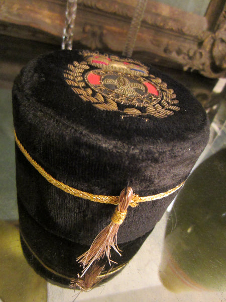 Black Velvet Jewelry Box Embroidered Gold Wires Coat of Arm Tassel - Designer Unique Finds   - 3