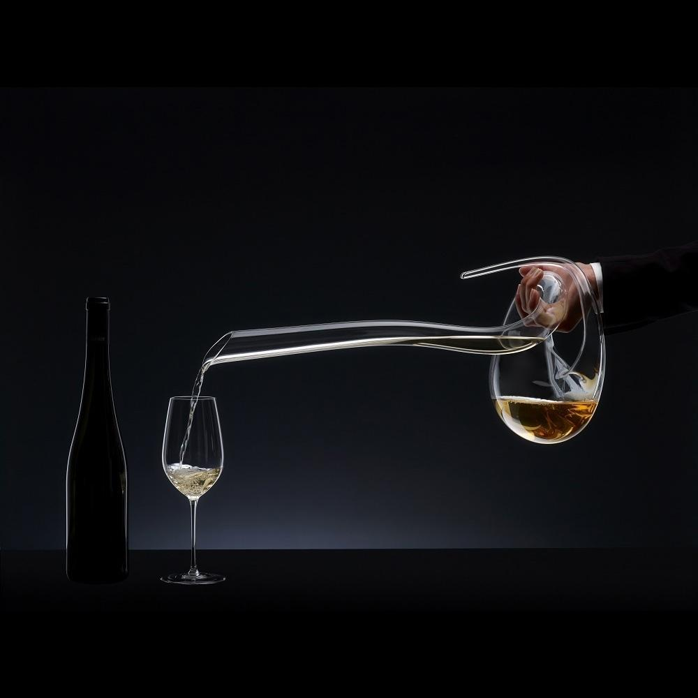 Riedel Eve Decanter pouring White Wine