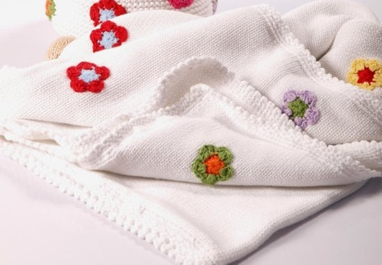 Pebble: Blanket Crochet Edge With Flowers - White
