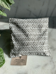 Afrika heating-pad in grey with white stripes