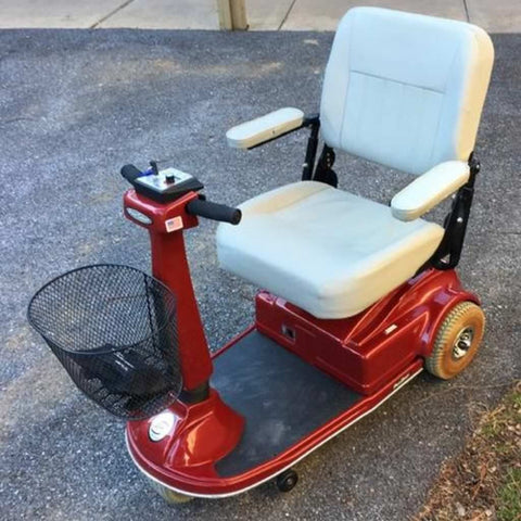 PaceSaver Espree Atlas 3-Wheel Bariatric Scooter 15035 In Parking Lot