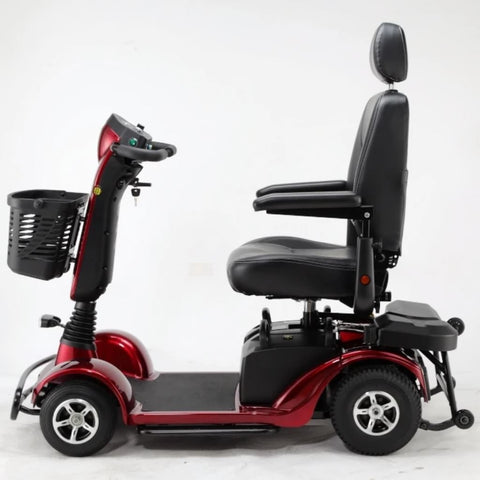 Image of Merits Health Pioneer Fleet 4 S746 Heavy Duty Mobility Scooter Left Side View of Front Guard And Rear Safety Wheels