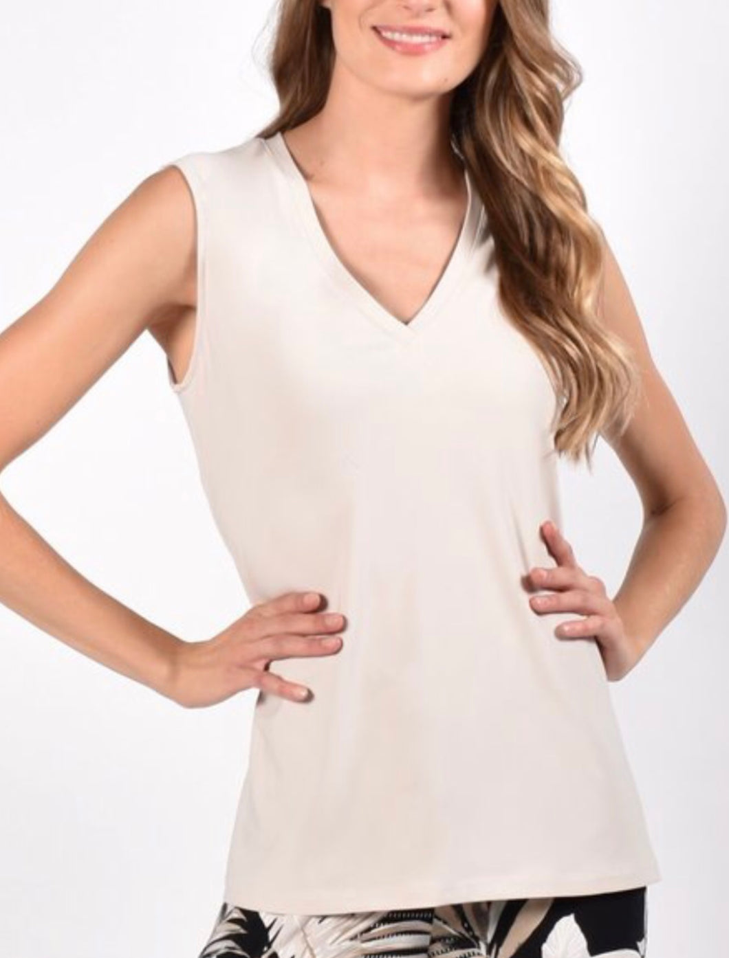 Frank Lyman V-Neck Sleeveless Top