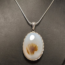 Load image into Gallery viewer, Dendritic Agate pendant / Tree Agate