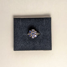 Load image into Gallery viewer, PREMIUM COLLECTION - Natural untreated Blue Sapphire flower ring