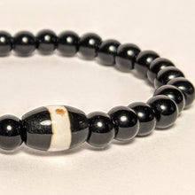 Load image into Gallery viewer, Onyx bracelet with One Medicine stone