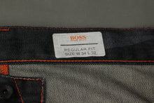 "Load image into Gallery viewer, HUGO BOSS Mens Dark Denim HB104.1 Regular Fit JEANS - Size Waist 34"" - Leg 32"""