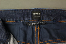 "Load image into Gallery viewer, HUGO BOSS Mens MAINE1 Blue Denim Regular Fit JEANS Size Waist 38"" - Leg 36"""
