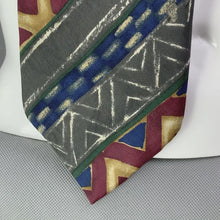 Load and play video in Gallery viewer, HUGO BOSS Mens Vintage Patterned TIE - Made in Italy